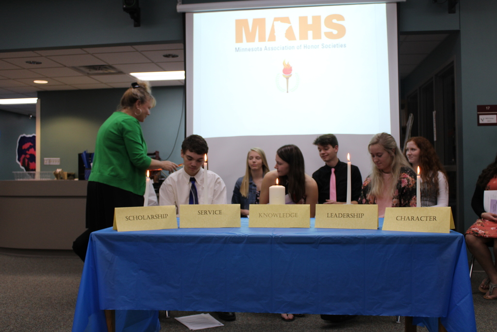 MHS receiving certificates